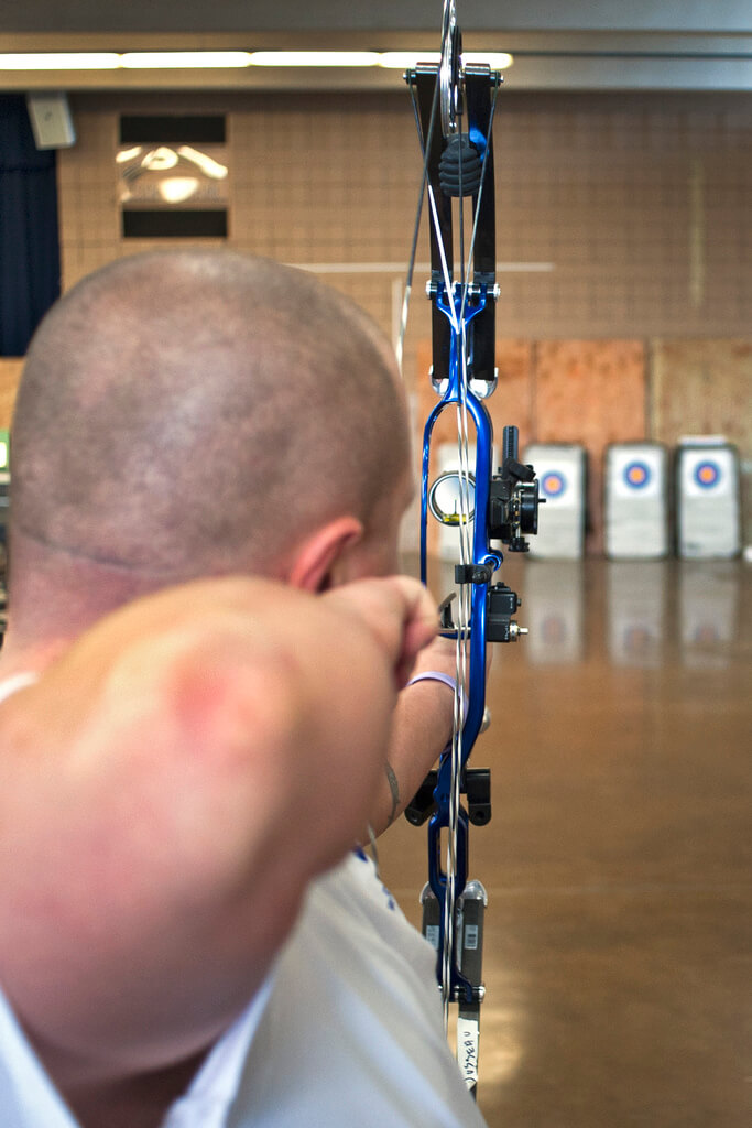 shoot compound bow and arrow